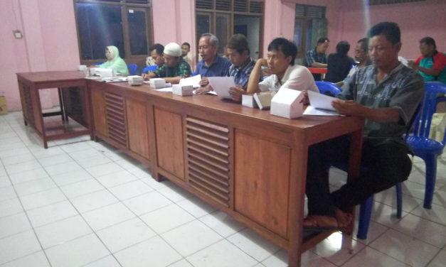 Pembagian Kartu Rastra dari Pemerintahan Desa Karanglewas ke warga